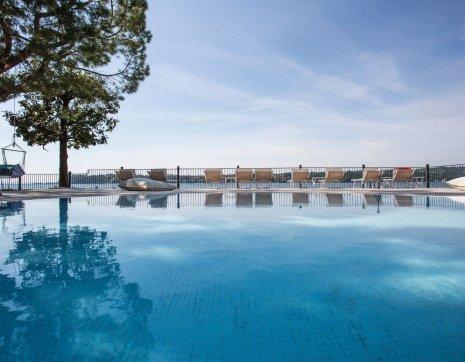 Hotel con piscina sul lago di garda hotel spiaggia d 39 oro sal - Hotel lago di garda con piscina ...
