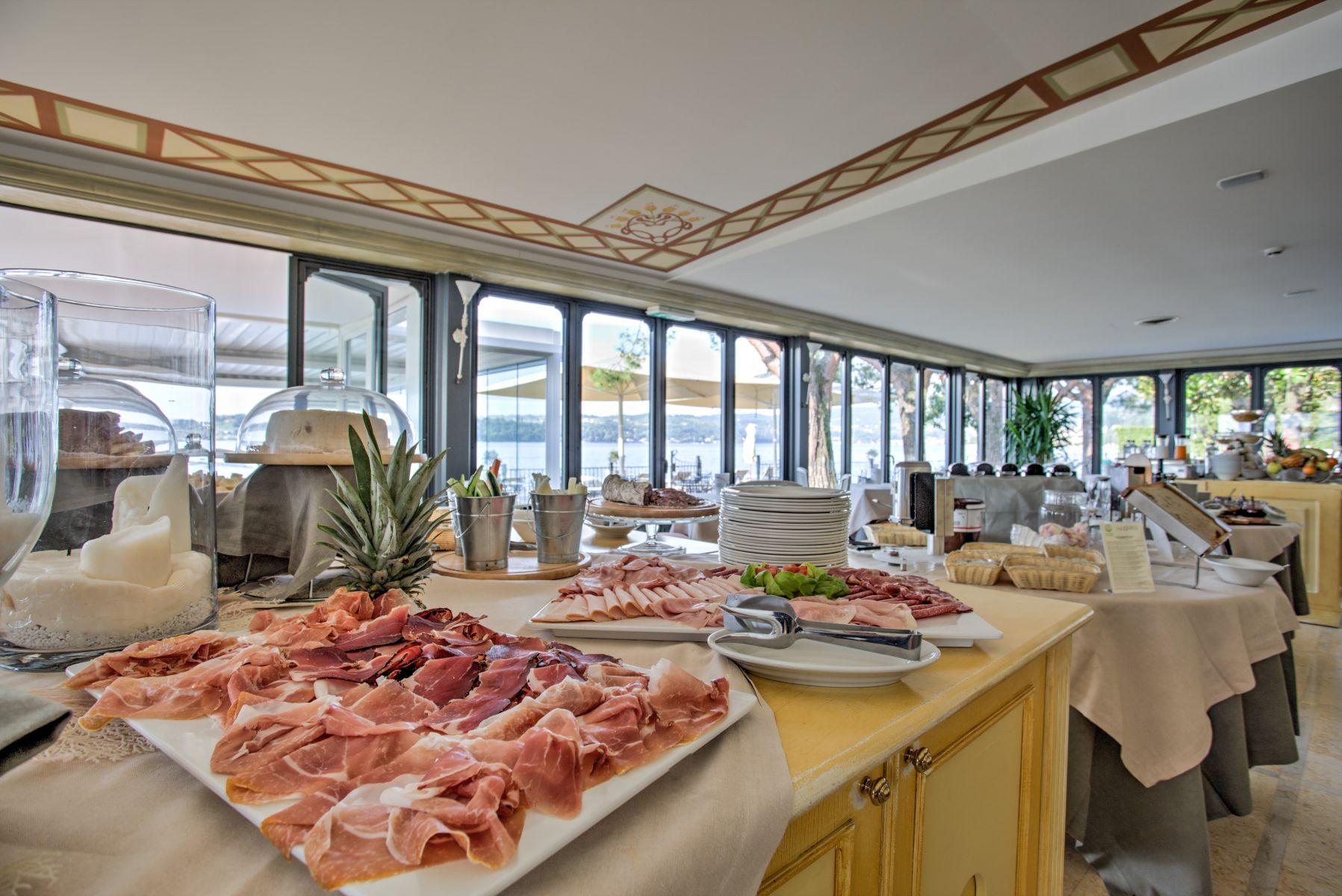 h tel avec restaurant au lac de garde h tel spiaggia d 39 oro. Black Bedroom Furniture Sets. Home Design Ideas